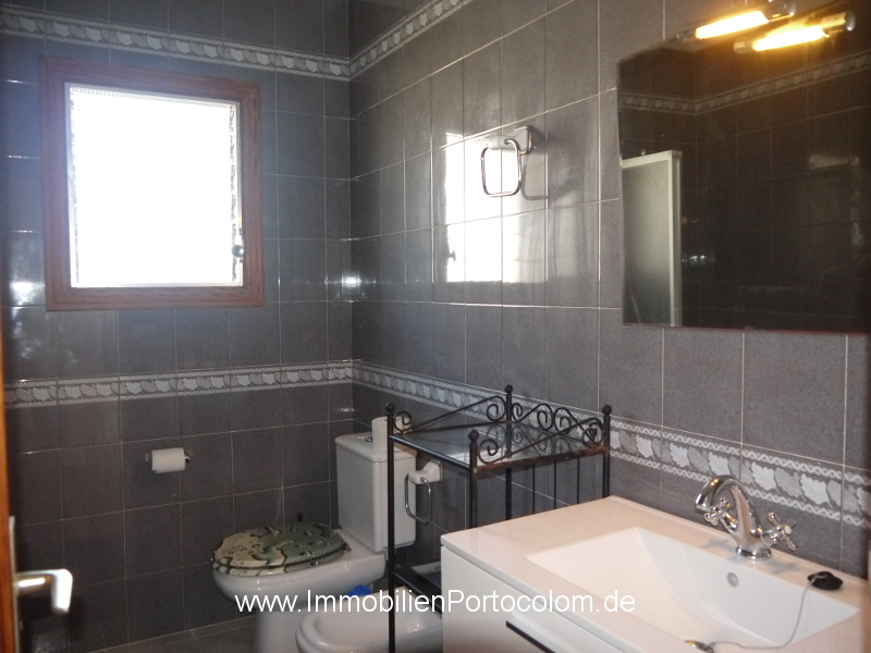 Apartment with ocean view Portocolom bathroom 12718