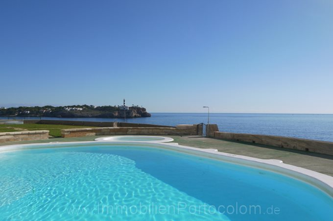 Property Flat in 1st line of Portocolom - apartment with pool in first  ocean line