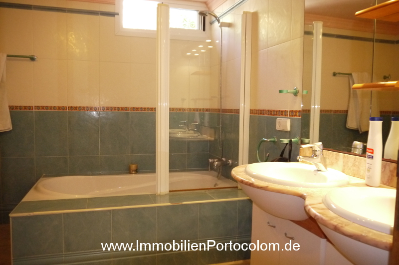 Chalet in Portocolom bathroom downstairs 11719